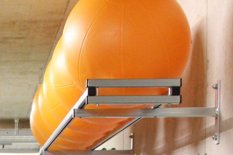 Wandregal für Gymnastik- und Sitzbälle